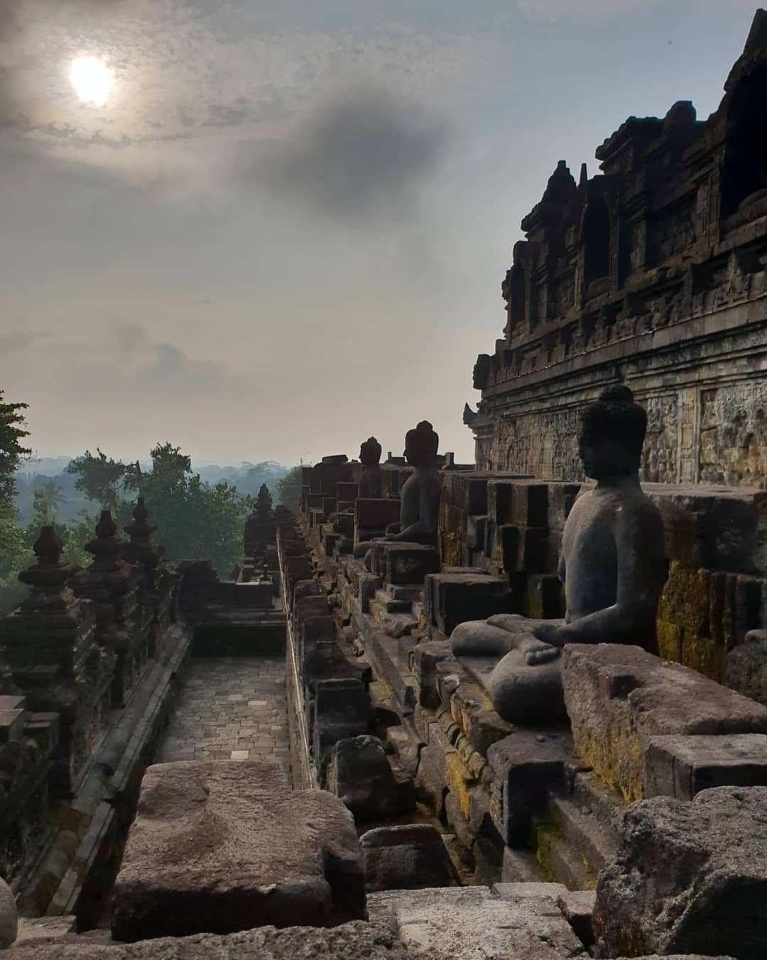 Bagian Pinggir dari Candi Borobudur, Images From @cachan08