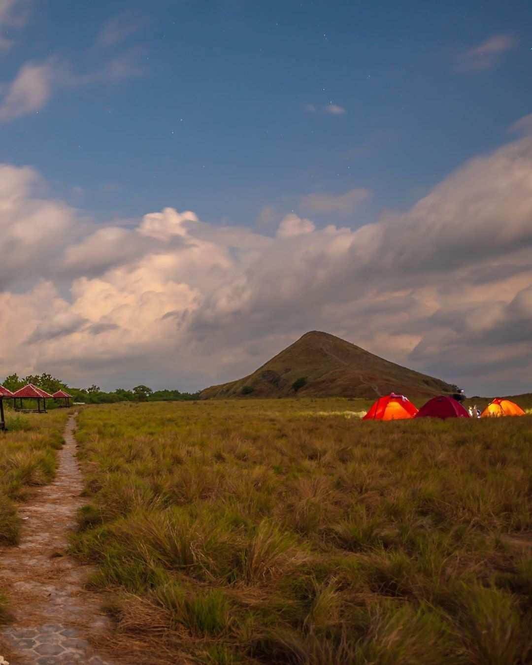 Camping di Pulau Kenawa Images From @novemlawalata