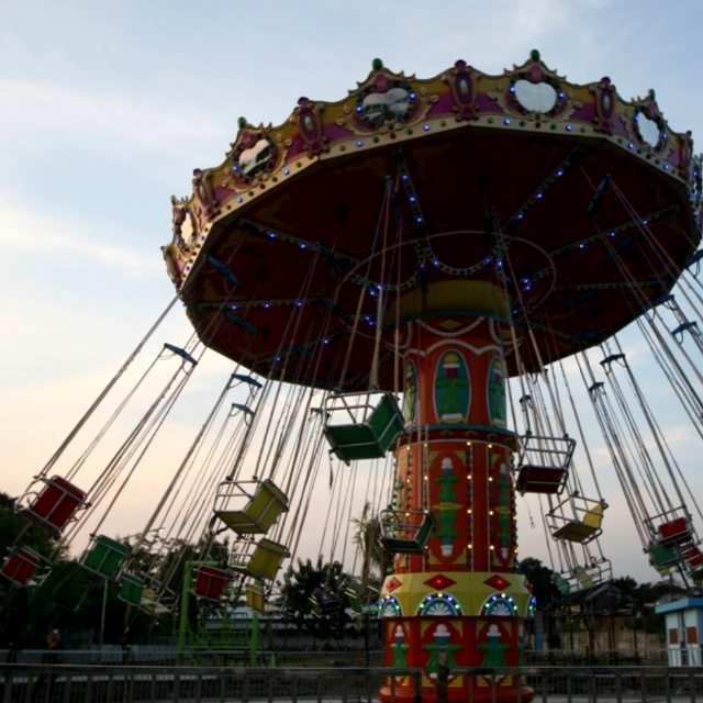 Flying Chair Sindu Kusuma Edupark, Images From @luckyapsari