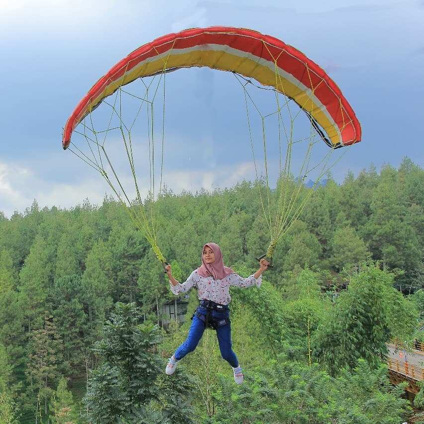 Paraglidin di Dago Dream Park, Images From @nova_armala09n