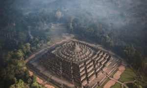 Pemandangan Candi Borobudur Dari Atas images form @olli_wah