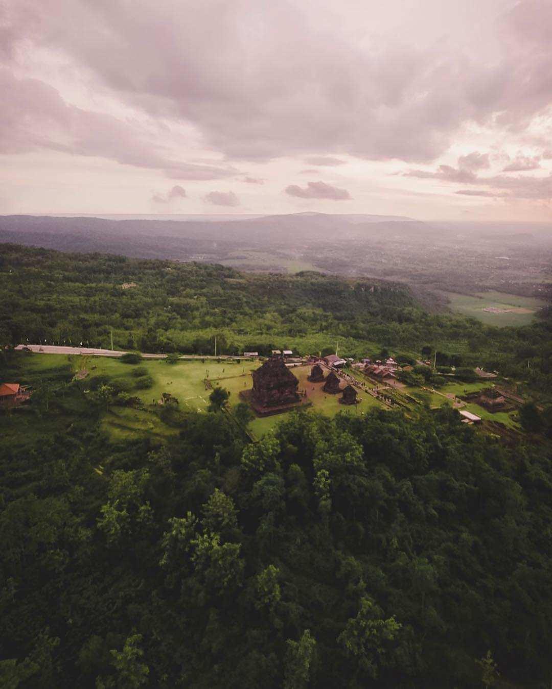 Pemandangan Candi Ijo Dilihat dari Udara Images From @Fajarnasution