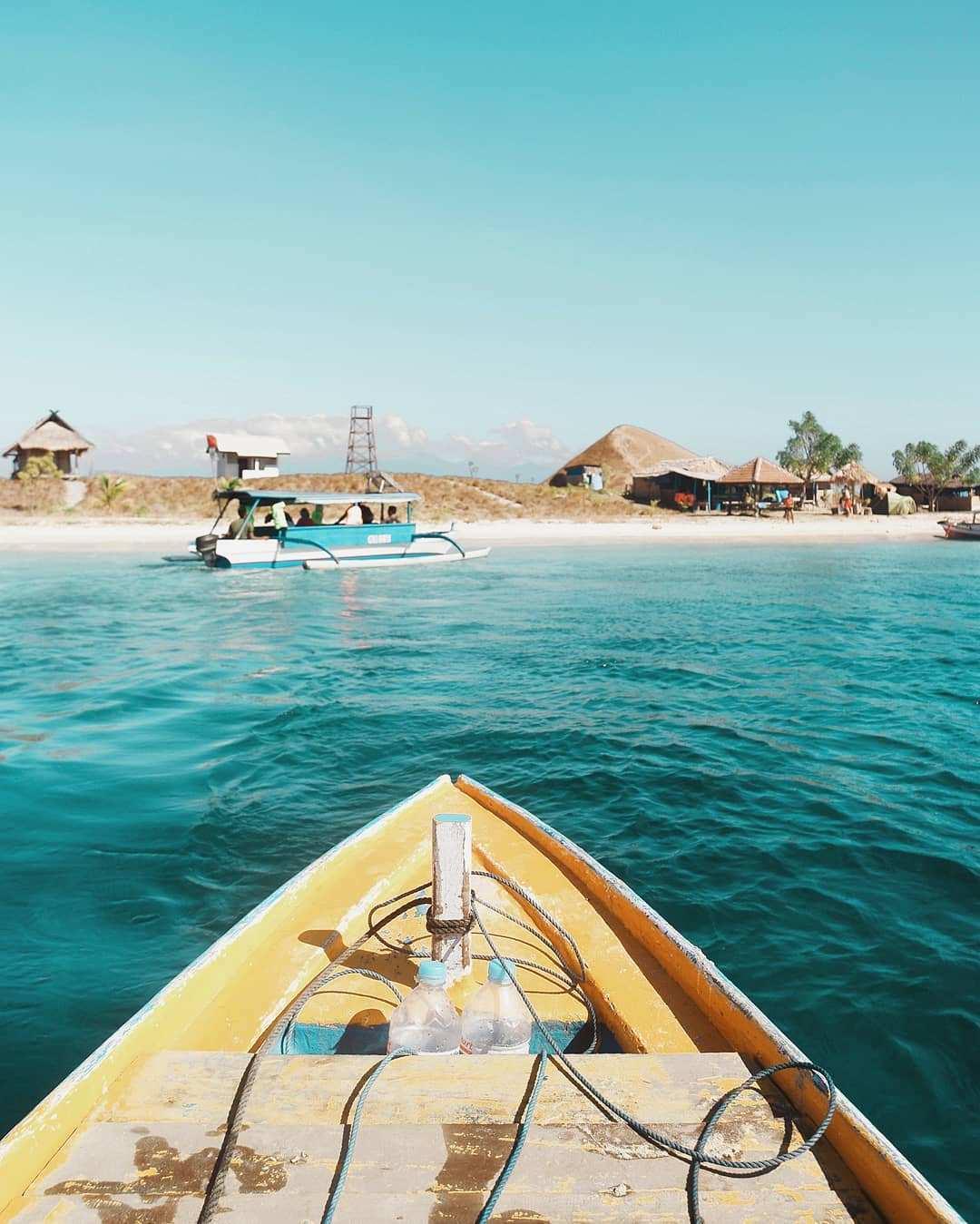 Perjalanan di atas Kapal Kecil Images From@musimliburan
