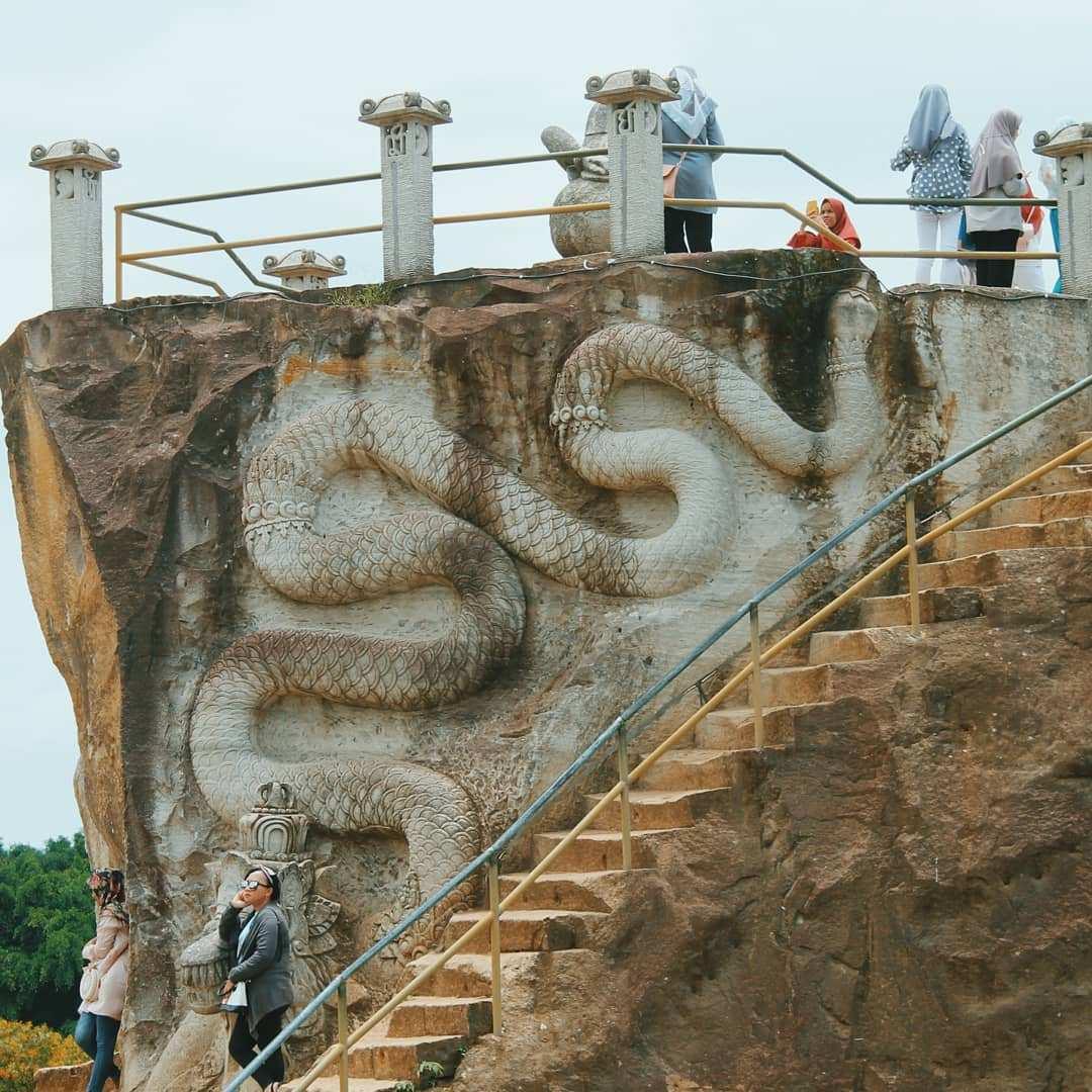 Ukiran Naga dan tangga Tebing Bereksi Jogja, Images From @akunka2
