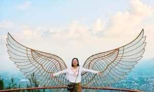 Patung Sayap di Taman Langit Gunung Banyak, Images From @jessicavivileneka