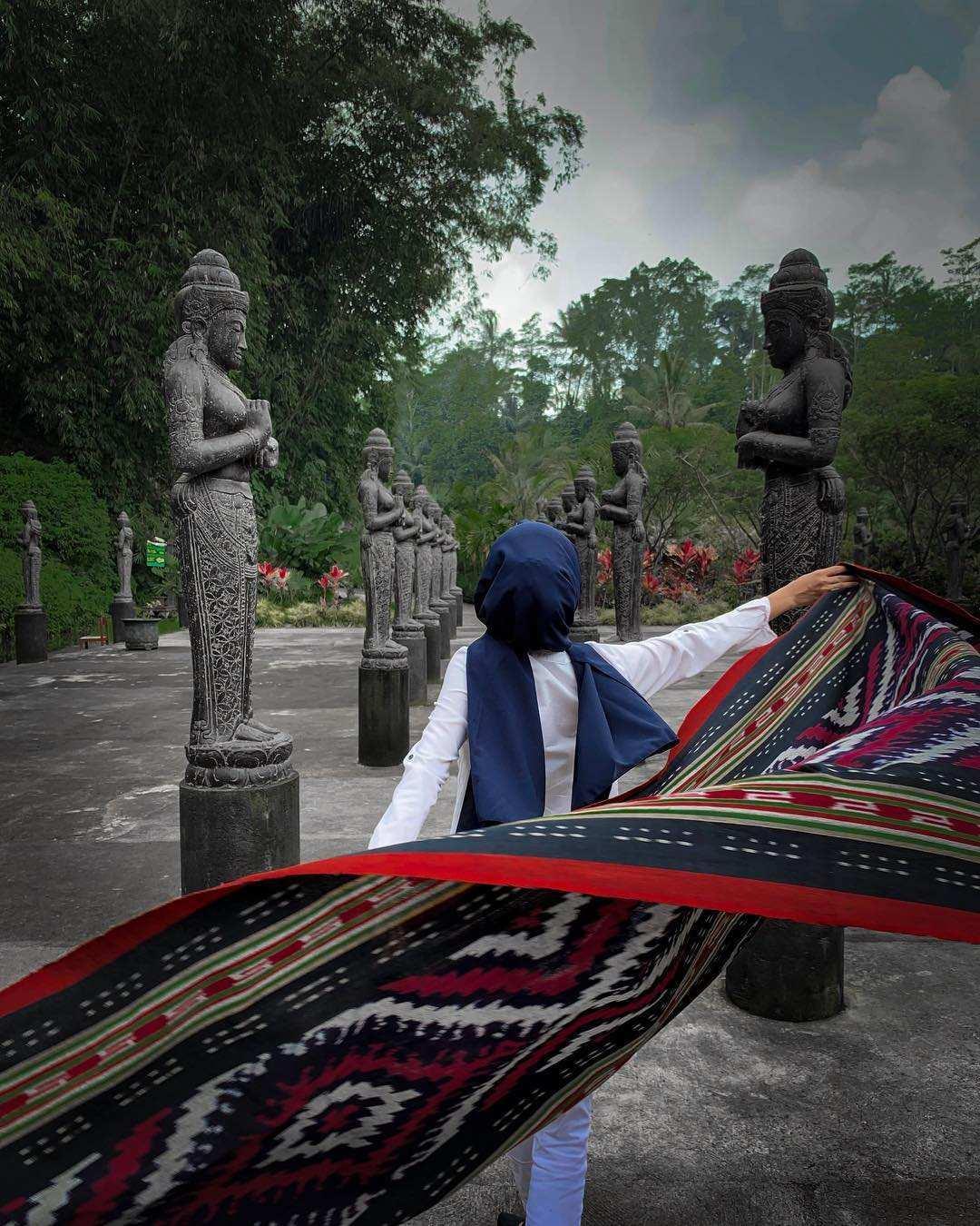 Patung di Lembah Tumpang Malang Images From @sonydewantara@maymaya13