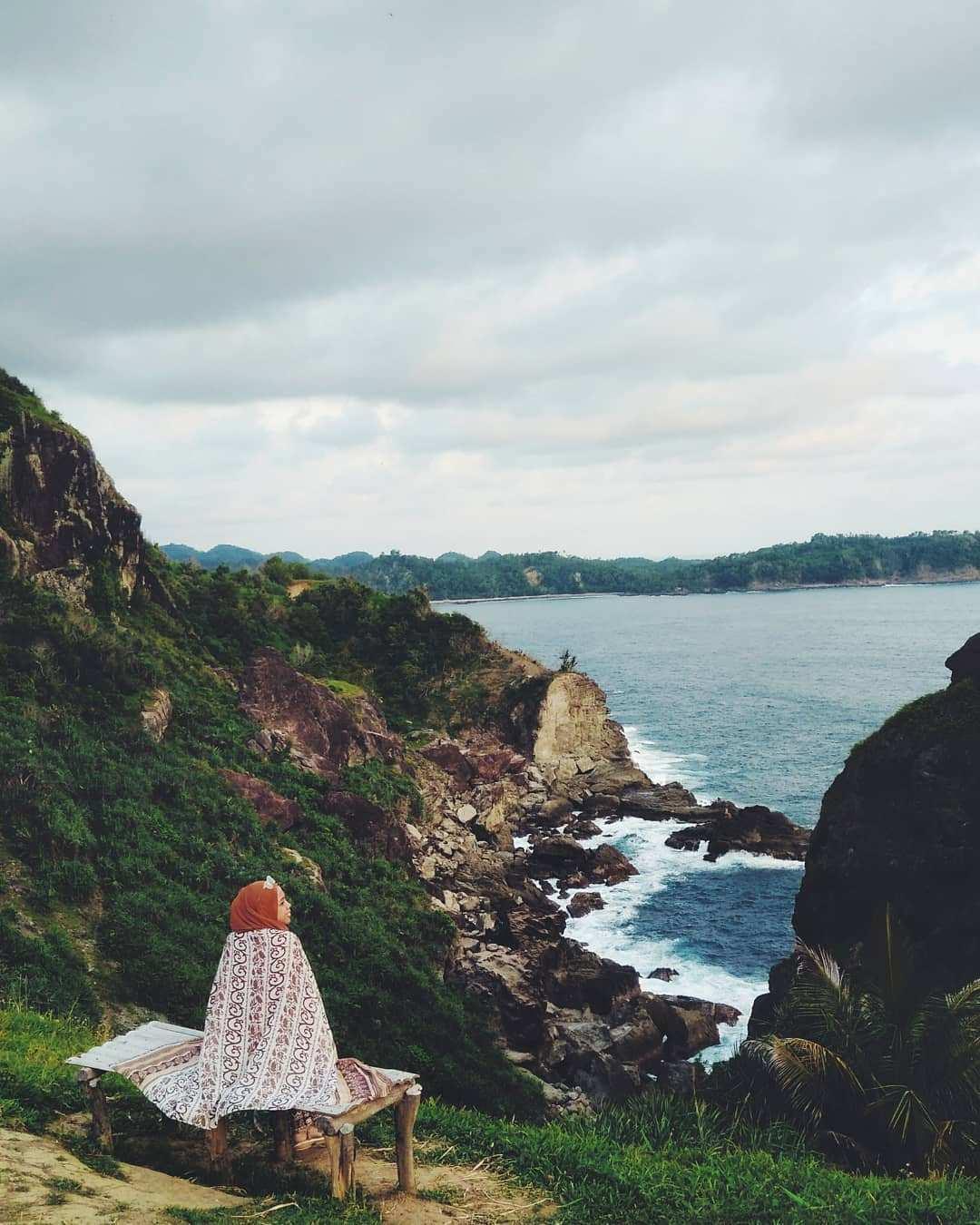 Pemandangan Pantai dari Bukit Pengilon Gunungkidul, Images From @ lulusoekardi
