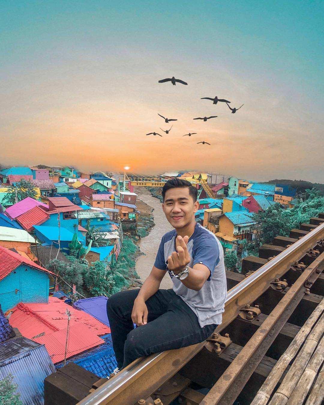 kampung jodipan dari atas rel kereta, Images From @_anggaalfa