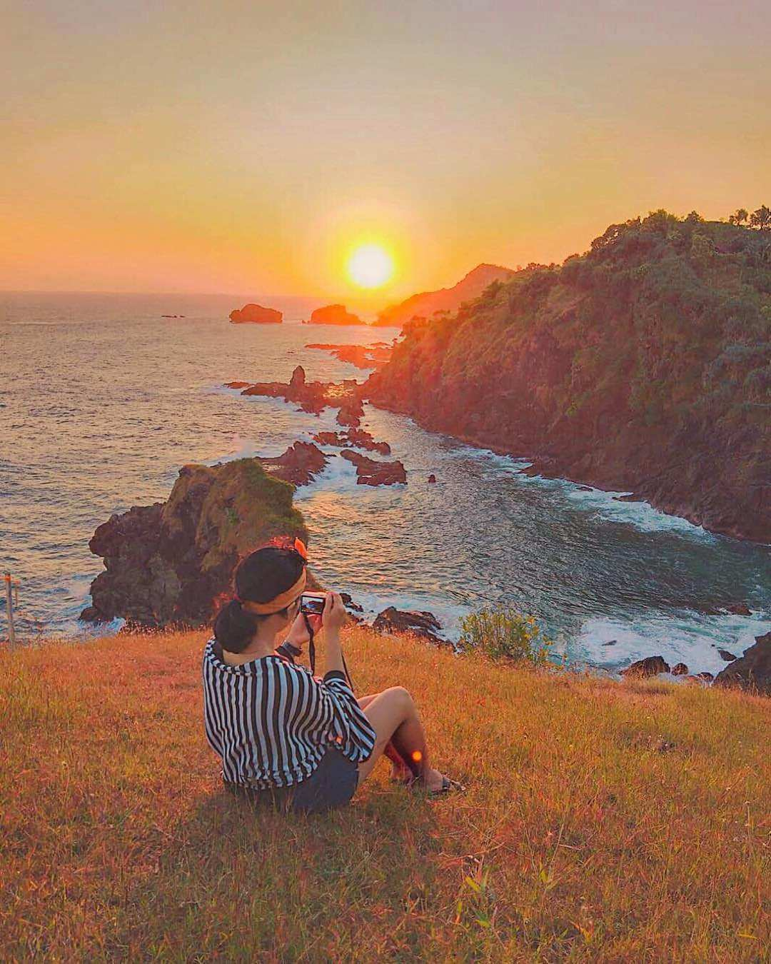 sunset di Bukit Pengilon Gunungkidul, Images From @imaniar_nainggolan