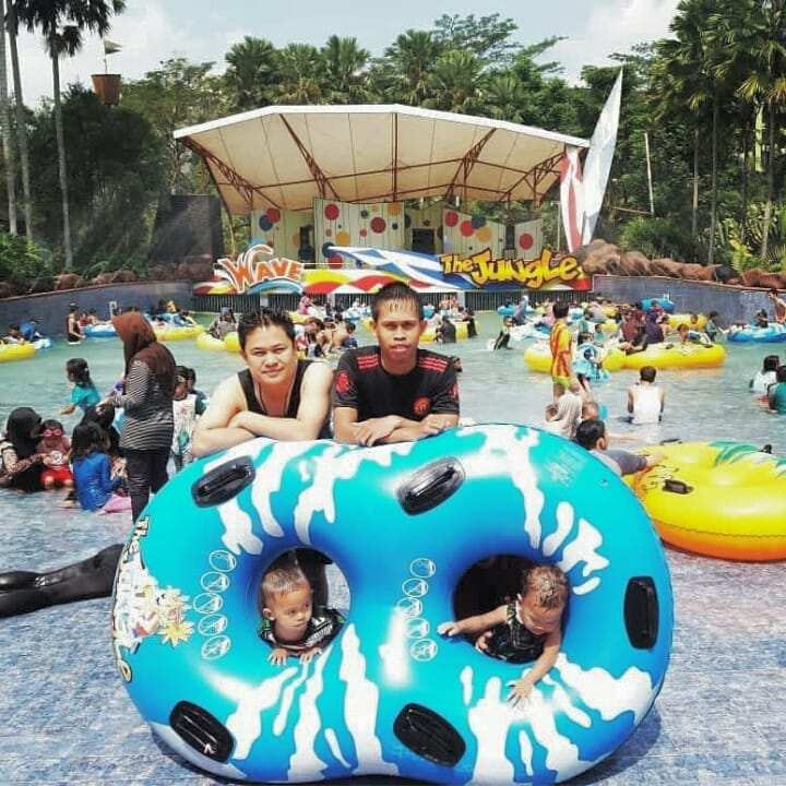 Ban Double The Jungle Waterpark Bogor. Image From @@jo_nardi