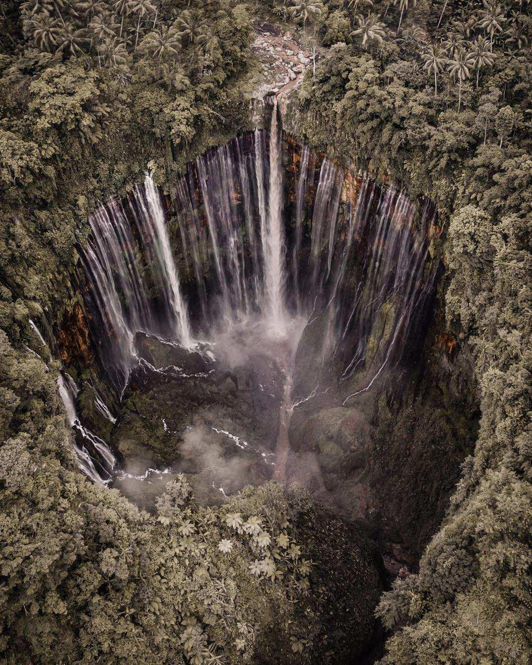 Foto Air Terjun Tumpak Sewu dari Atas, Image From @melmath