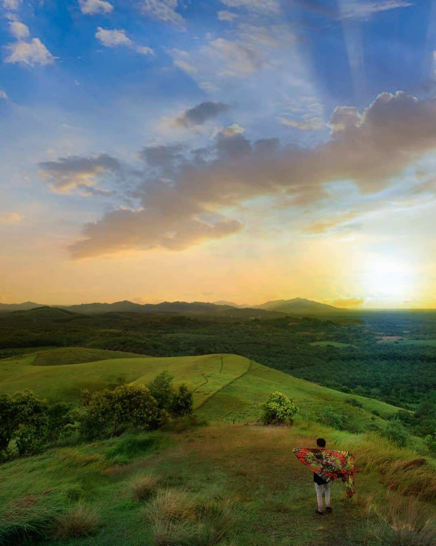 Pemandangan Matahari di Bukit Rimpi Image From @adennysyahputra