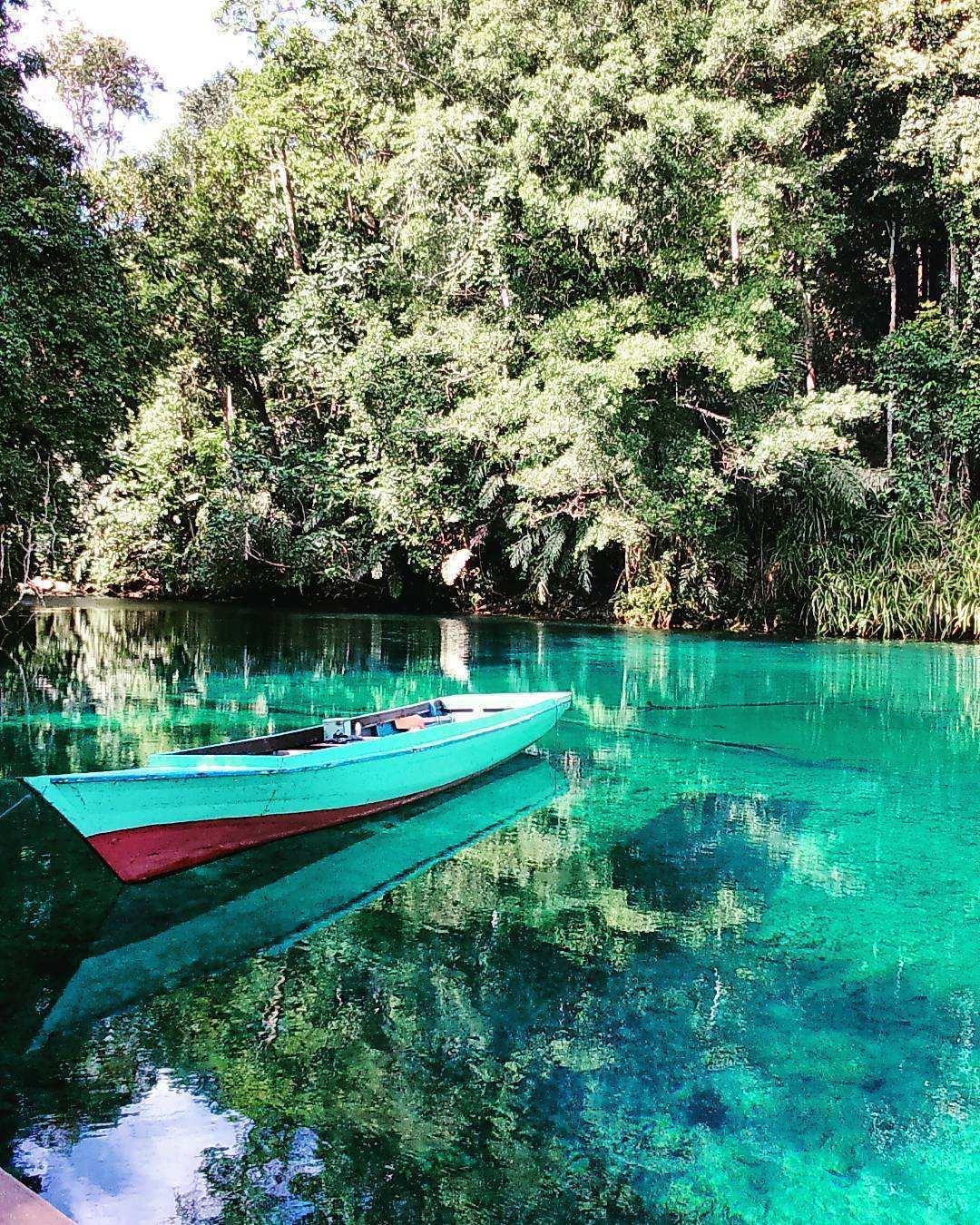 Perahu di Danau Labuhan Cermin, Image From @dendii