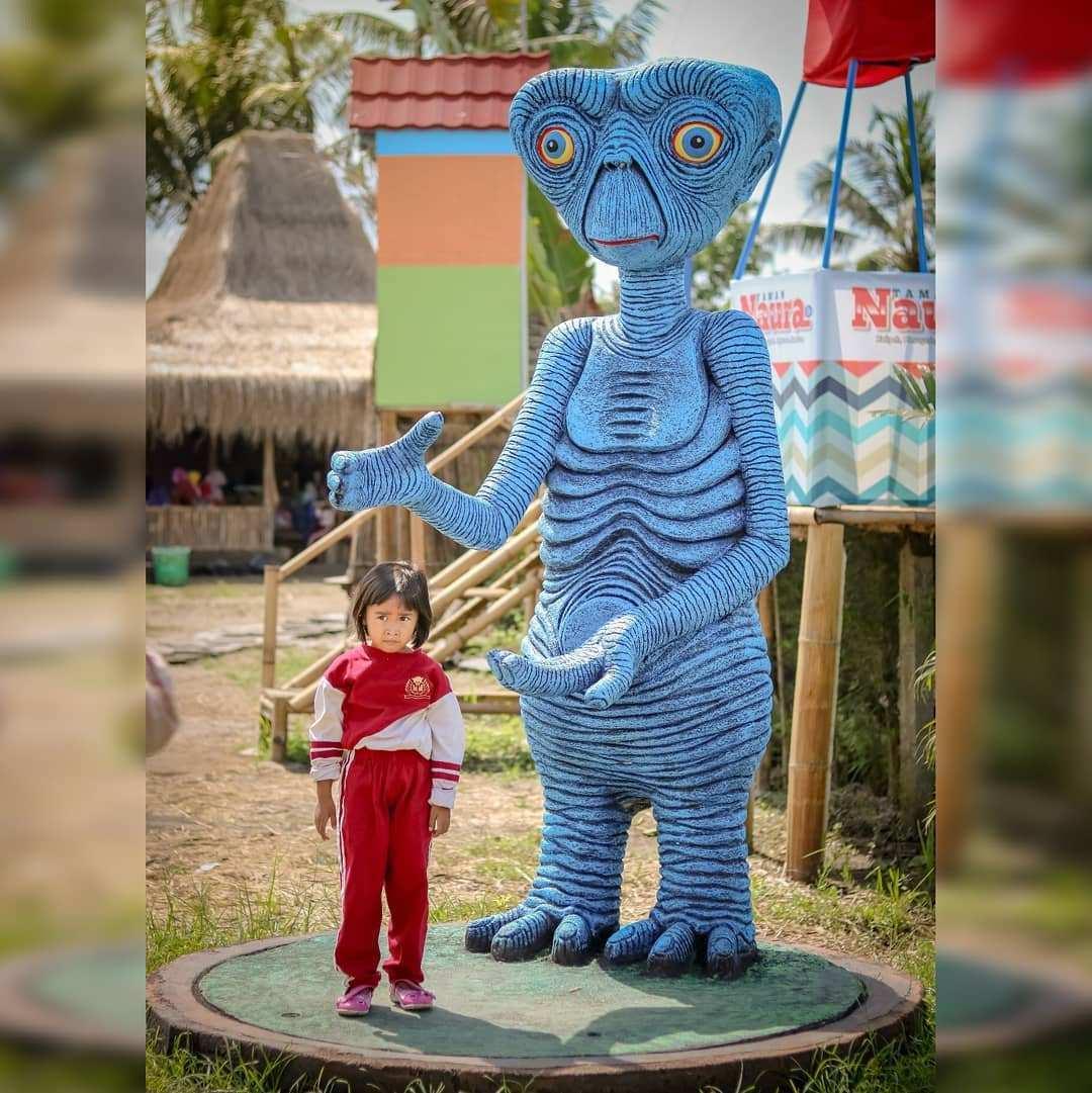 Patung E.T di Taman Naura Magelang, Image From @rizkybs70