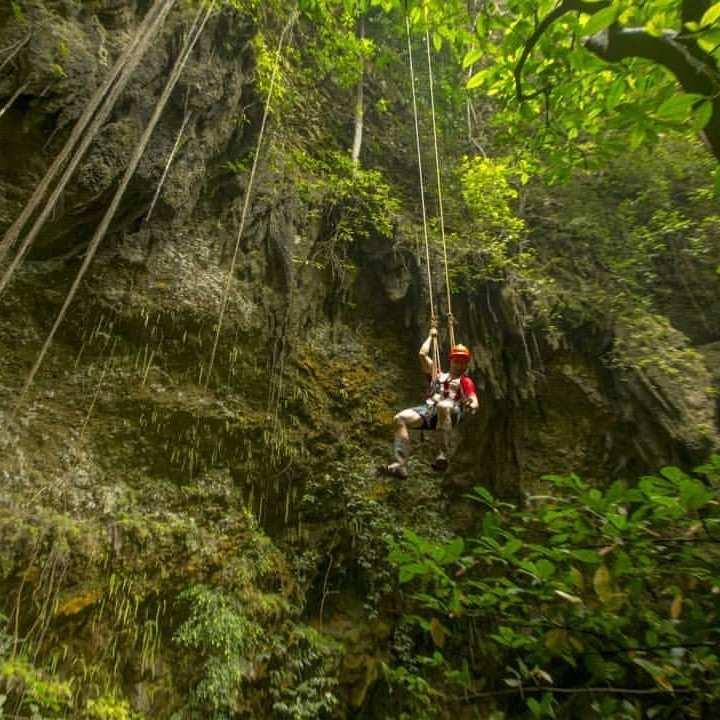 Proses Menuruni Tebing Untuk Memasuki Goa Jomblang, Image From @pesonaid_travel
