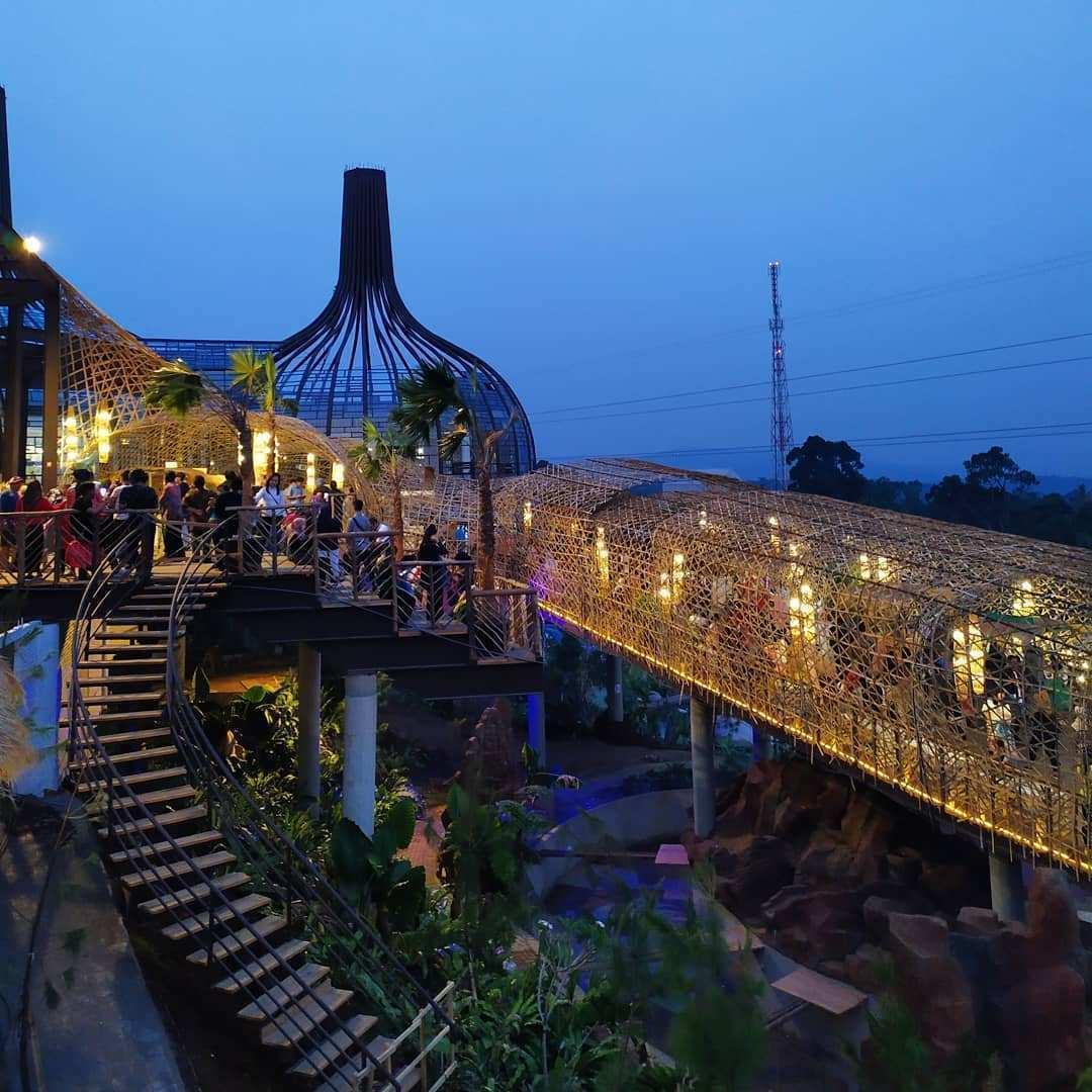 Suasana Jembatan Dusun Semilir Saat Senja, Image From @dusunsemilir