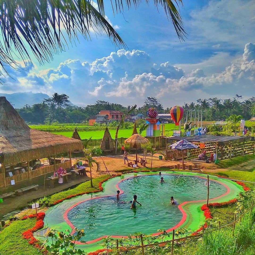 Suasana Pengunjung di Taman Naura Magelang, Image From @andi_van_qye