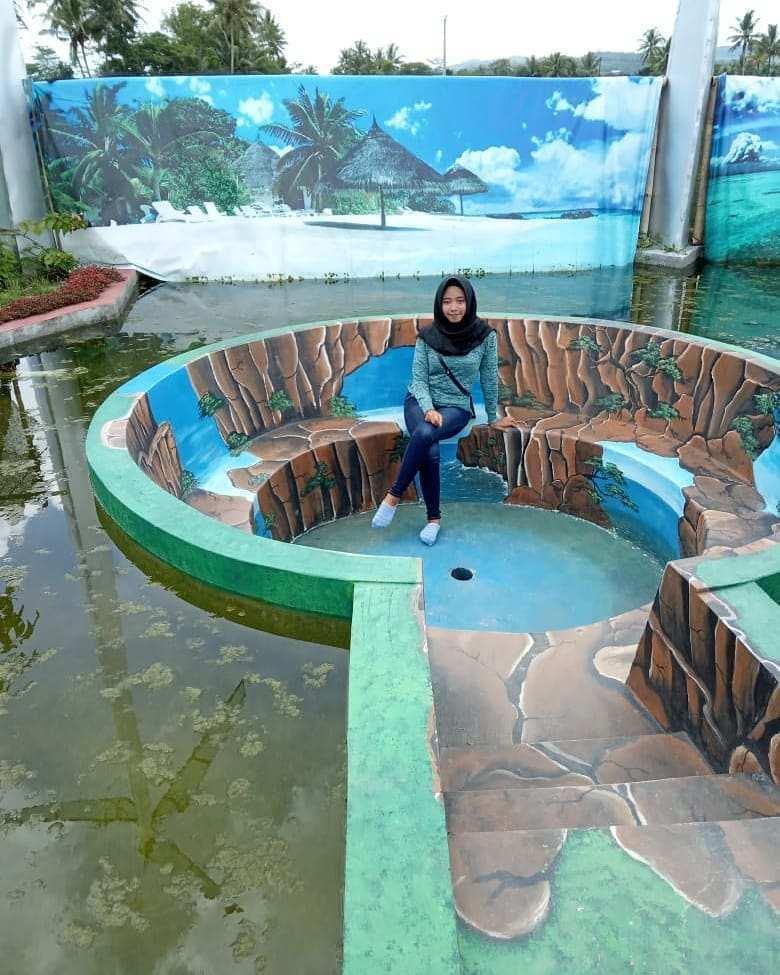 Tempat Duduk di Tengah Kolam Taman Naura Magelang, Image From @yu.nita7438
