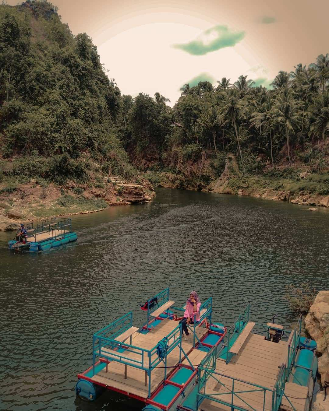 Alat Menyusuri Sungai Oya Menuju Air Terjun Sri Gethuk, Image From @enggarcarissa
