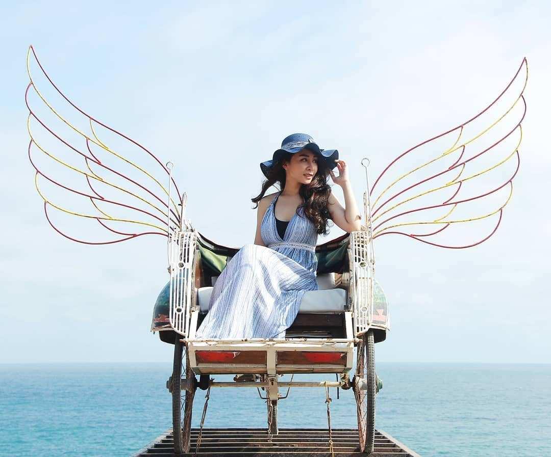 Becak Terbang di Teras Kaca Pantai Nguluran, Image From @teraskaca
