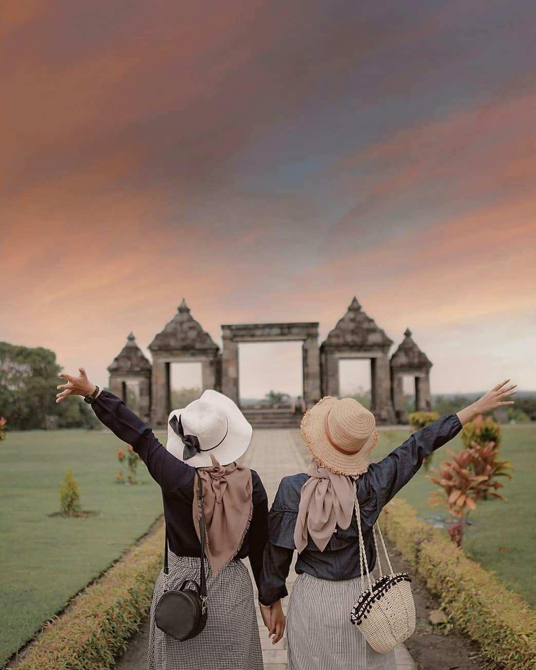 Berfoto Bersama di Ratu Boko Jogja, Image From @masazies