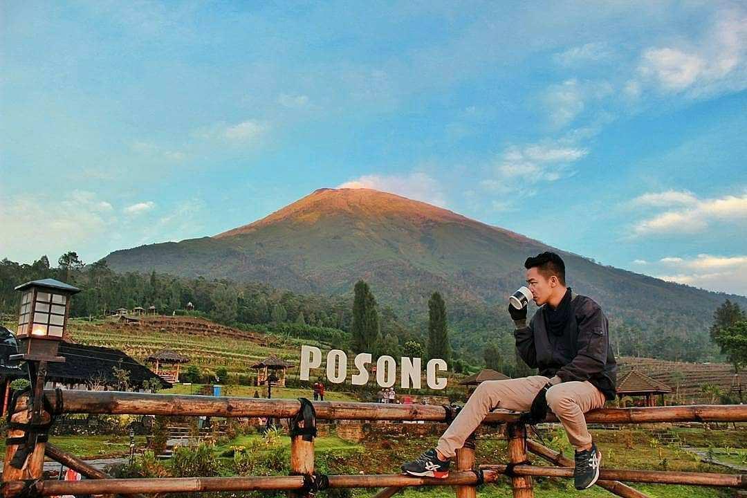 Berfoto Dengan View Gunung di Wisata Alam Lembah Sindoro Posong, Image From @wisata_oke