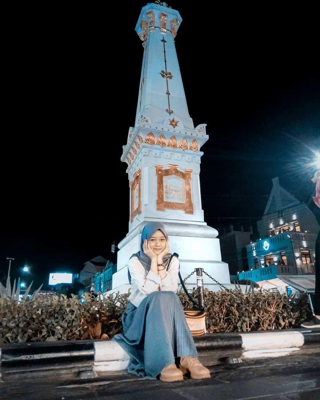 Berfoto Di Tugu Jogja, Image From @nadhea_npa