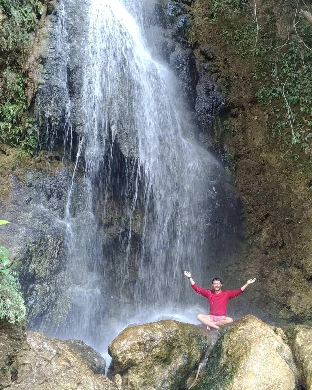 Berfoto di Bawah Air Terjun Sri Gethuk Image From @ferymccartney