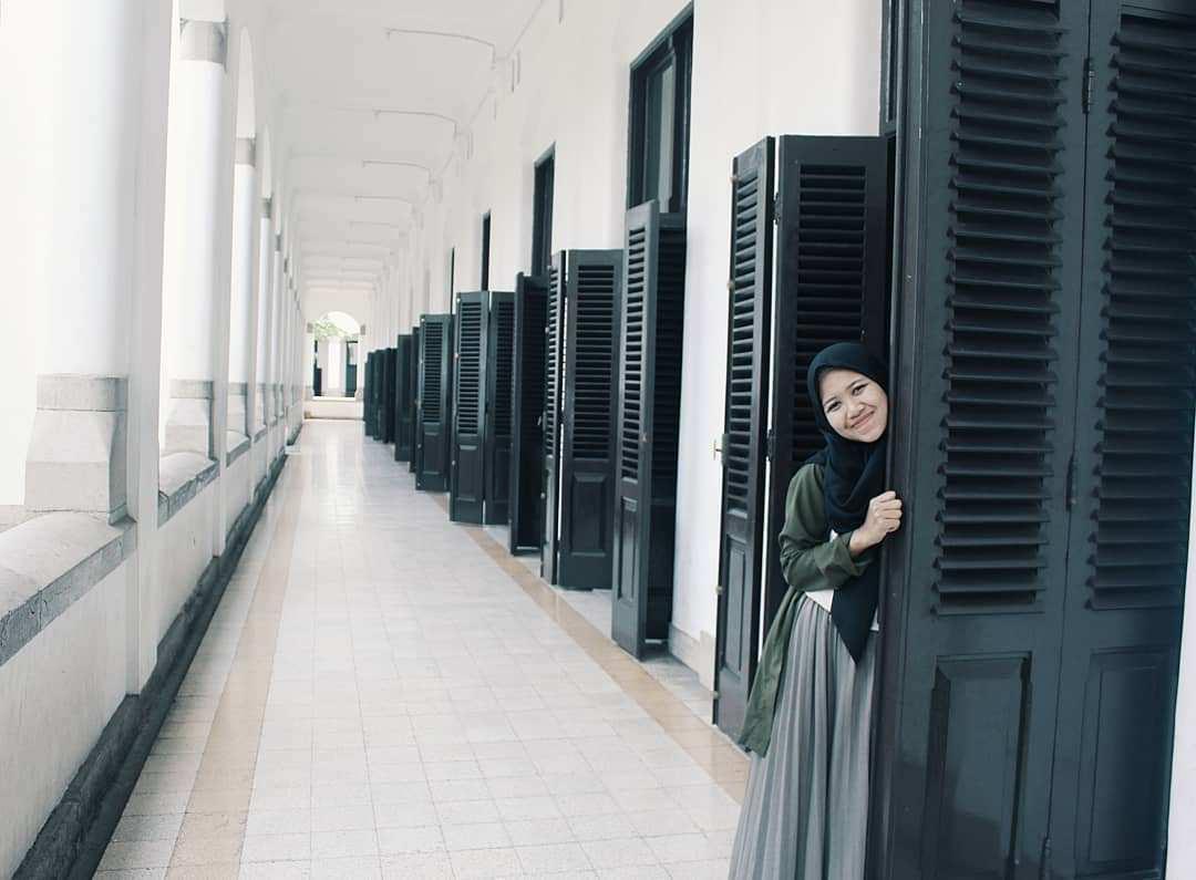 Berfoto di Daun Pintu Lawang Sewu, Image From @amaliayustitia
