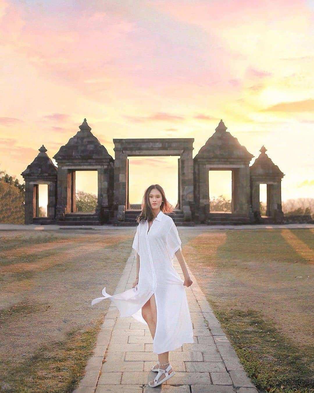 Berfoto di Ratu Boko Jogja, Image From @nata.charms
