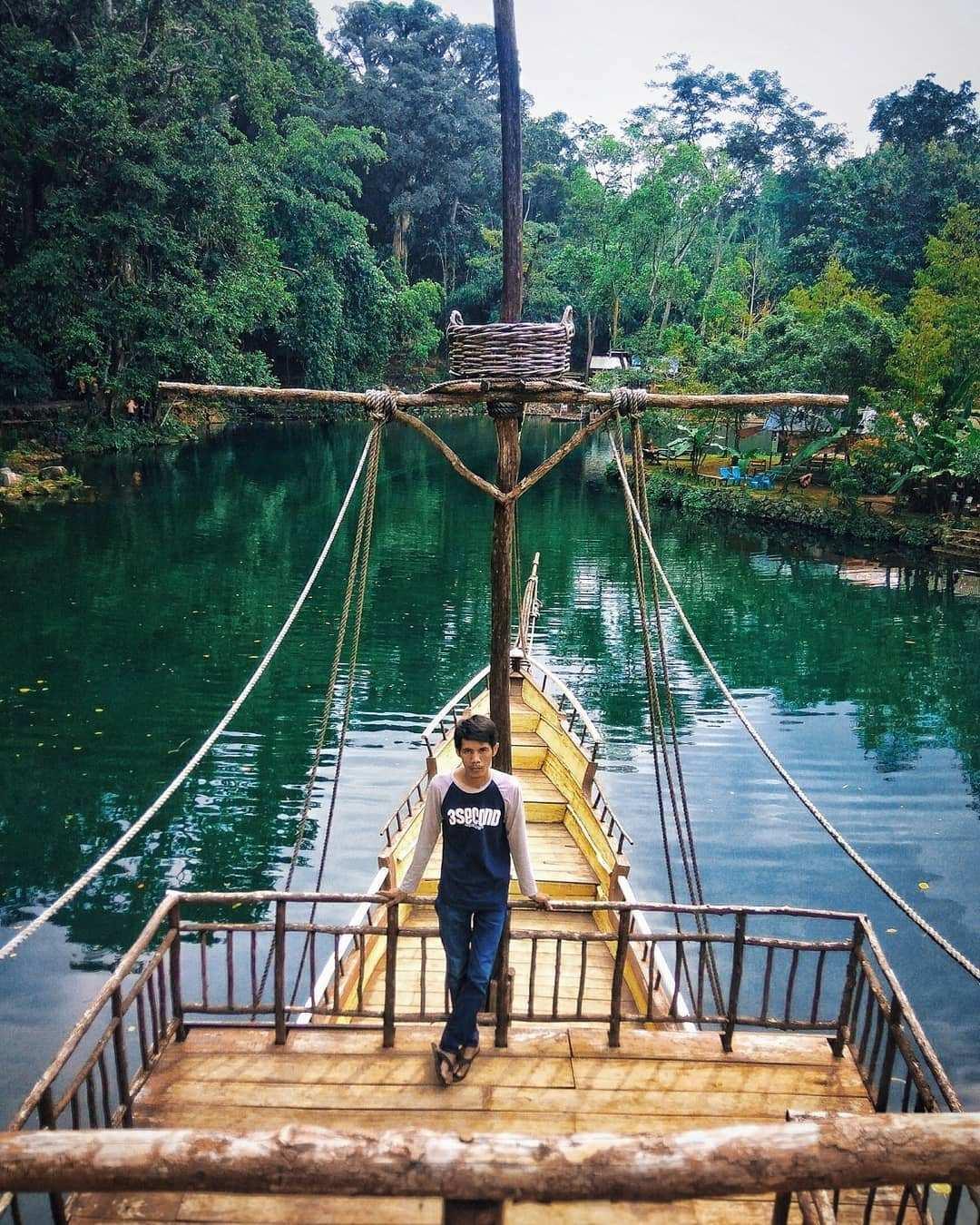 Berfoto di Spot Foto Kapal di Situ Cipanten, Image From @budi_ryan