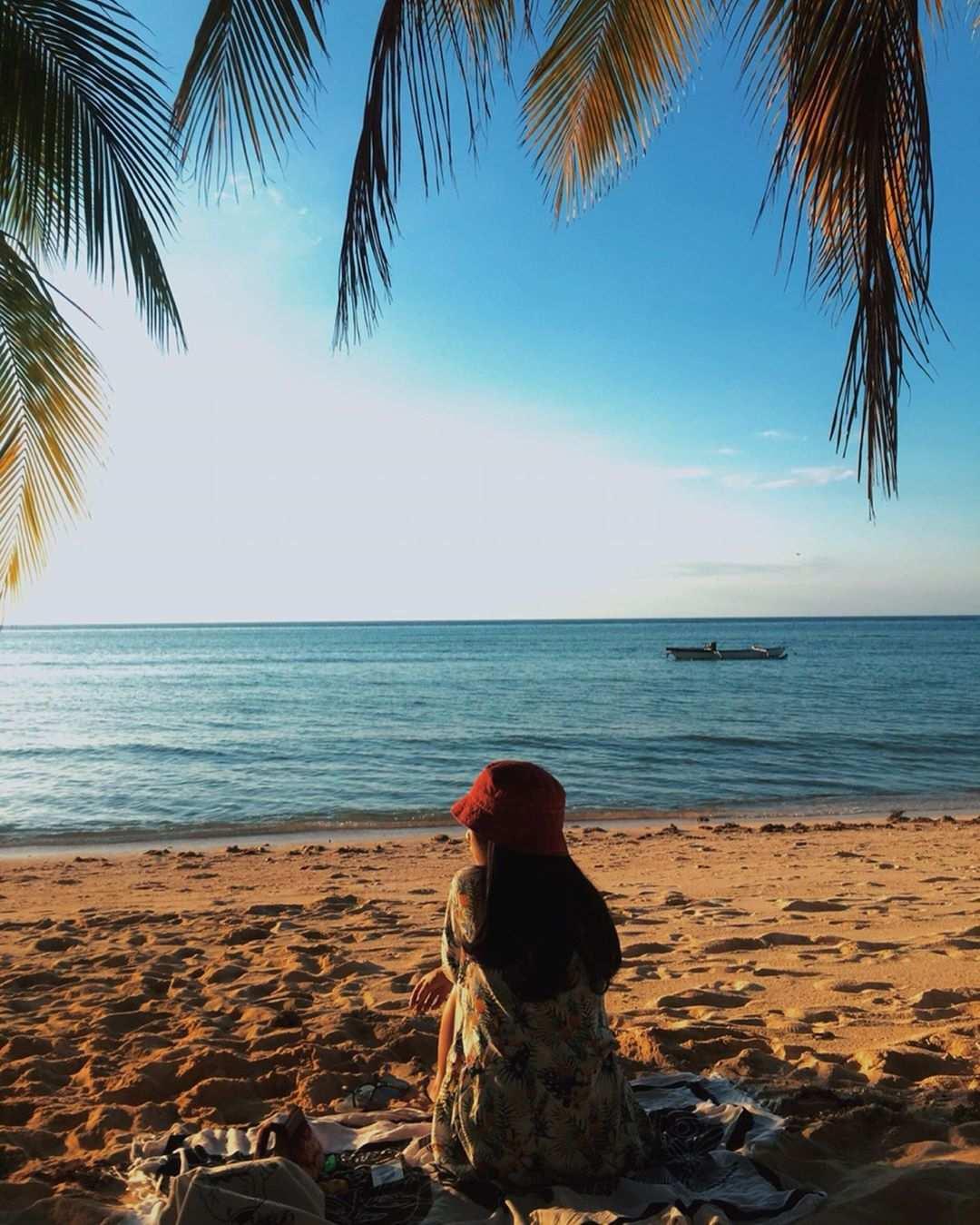 Bersantai di Pantai Walakiri, Image From @cindypirandawa