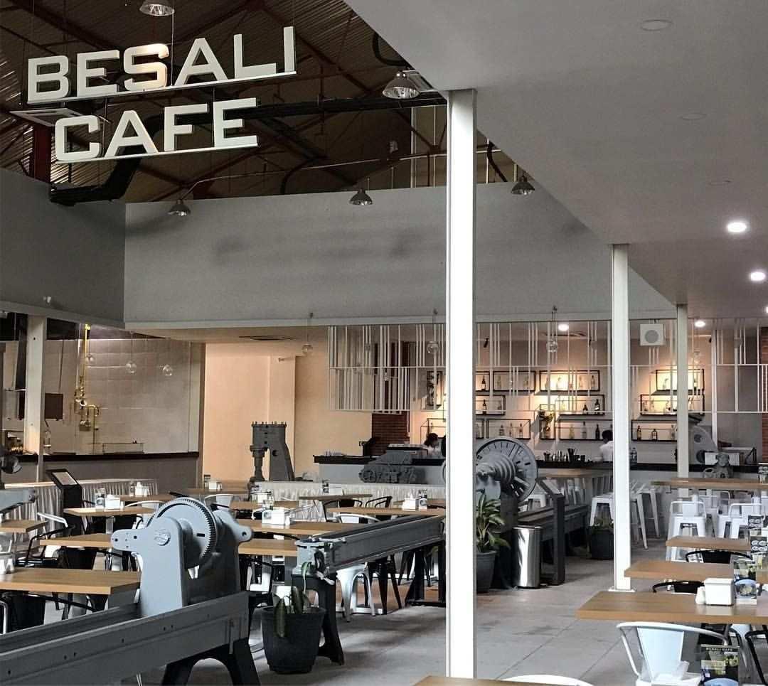 Cafe di De Tjolomadoe Karanganyar, Image From @allyasophia