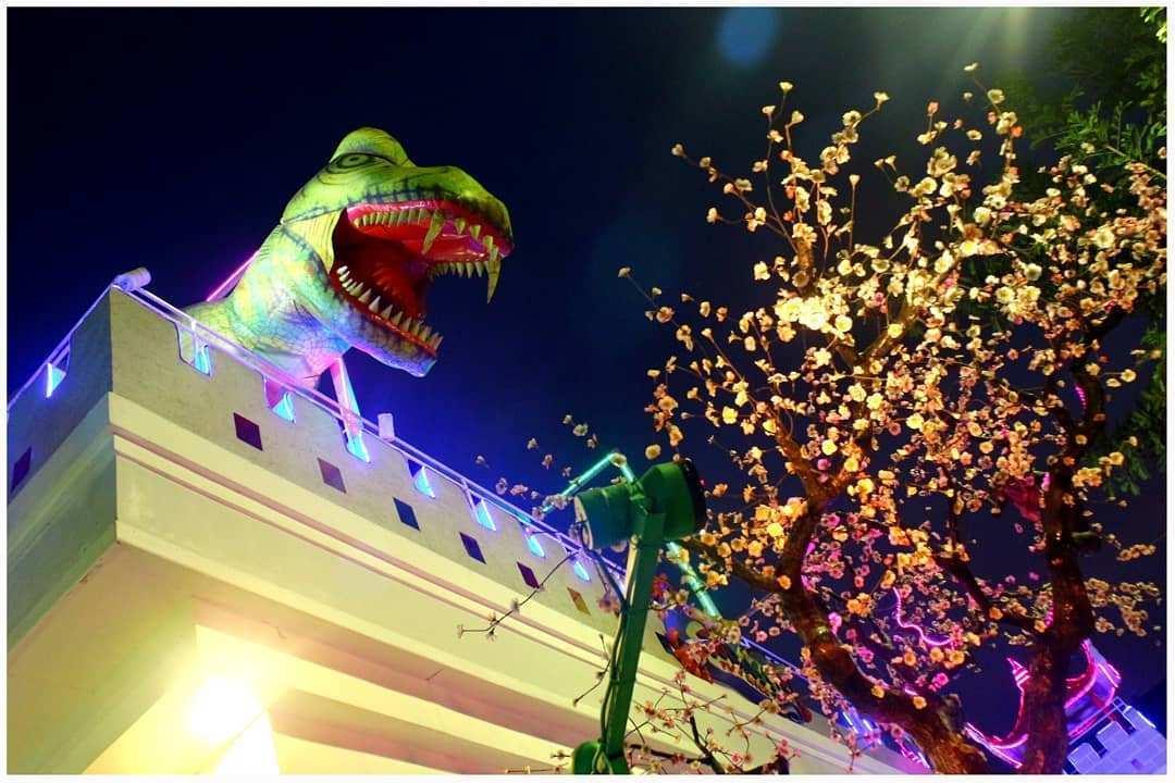 Dinosaurus di Rainbow Garden Bekasi Image From @luthfinotabi
