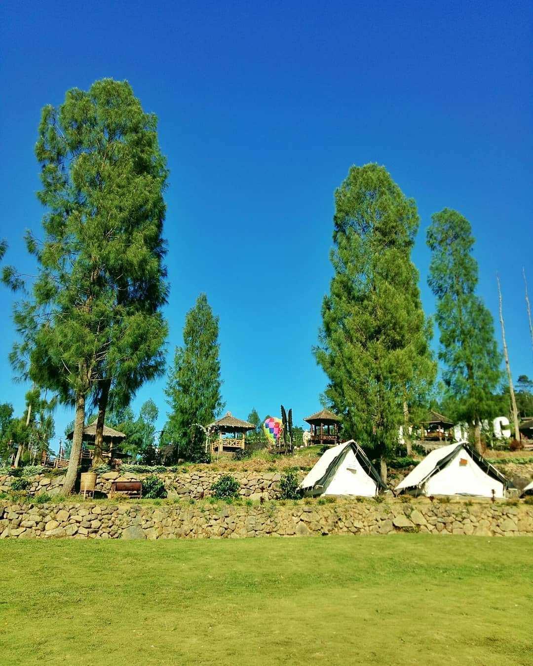 Gazebo dan Tenda di Wisata Alam Lembah Sidoro Posong, Image From @noermalitatiwi