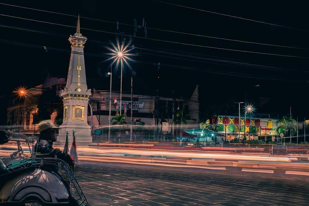 Keindahan Tugu Jogja Pada Malam Hari, Image From @terlalujauh