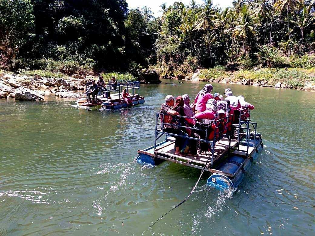 Manyusuri Sungai Oyo Image From @evelyn_tourtravel