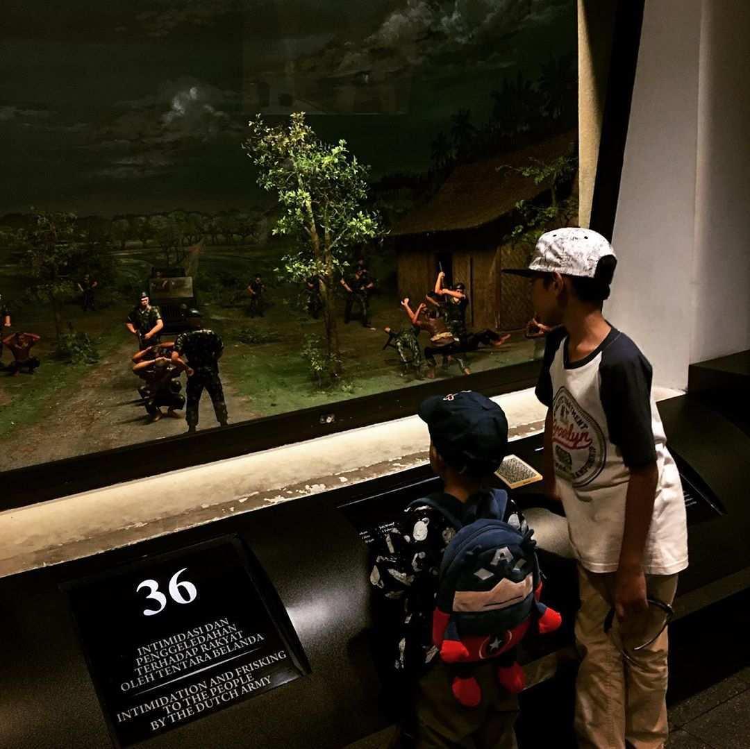 Melihat Minirama di benteng vredeburg, Image From @linakurnia008