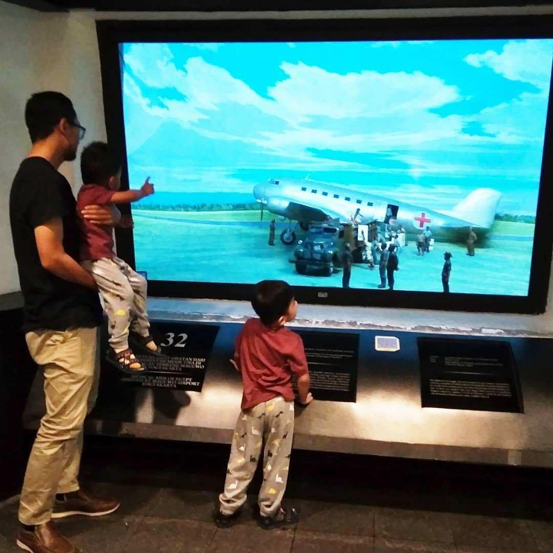 Membawa Anak Ke benteng vredeburg, Image From @lisa_fauzi