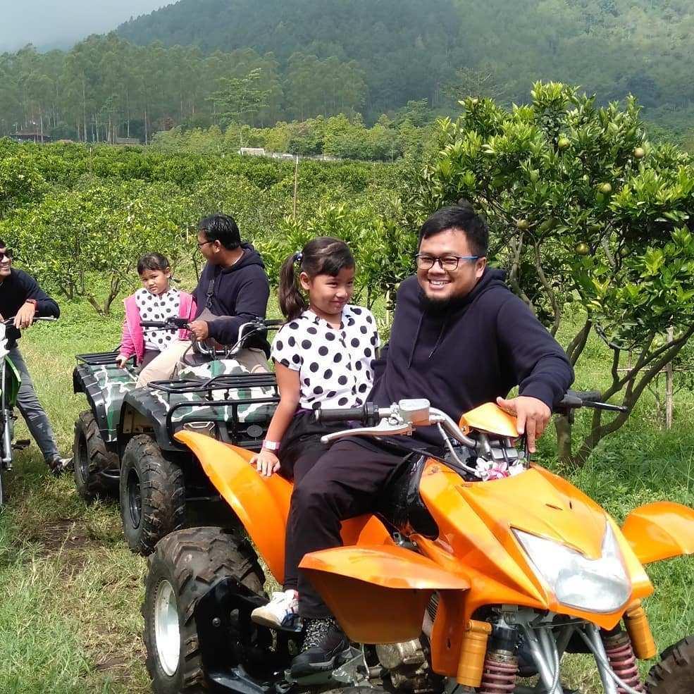 Menaiki ATV di Kusuma Agro Wisata Image From @wijaya.murta_