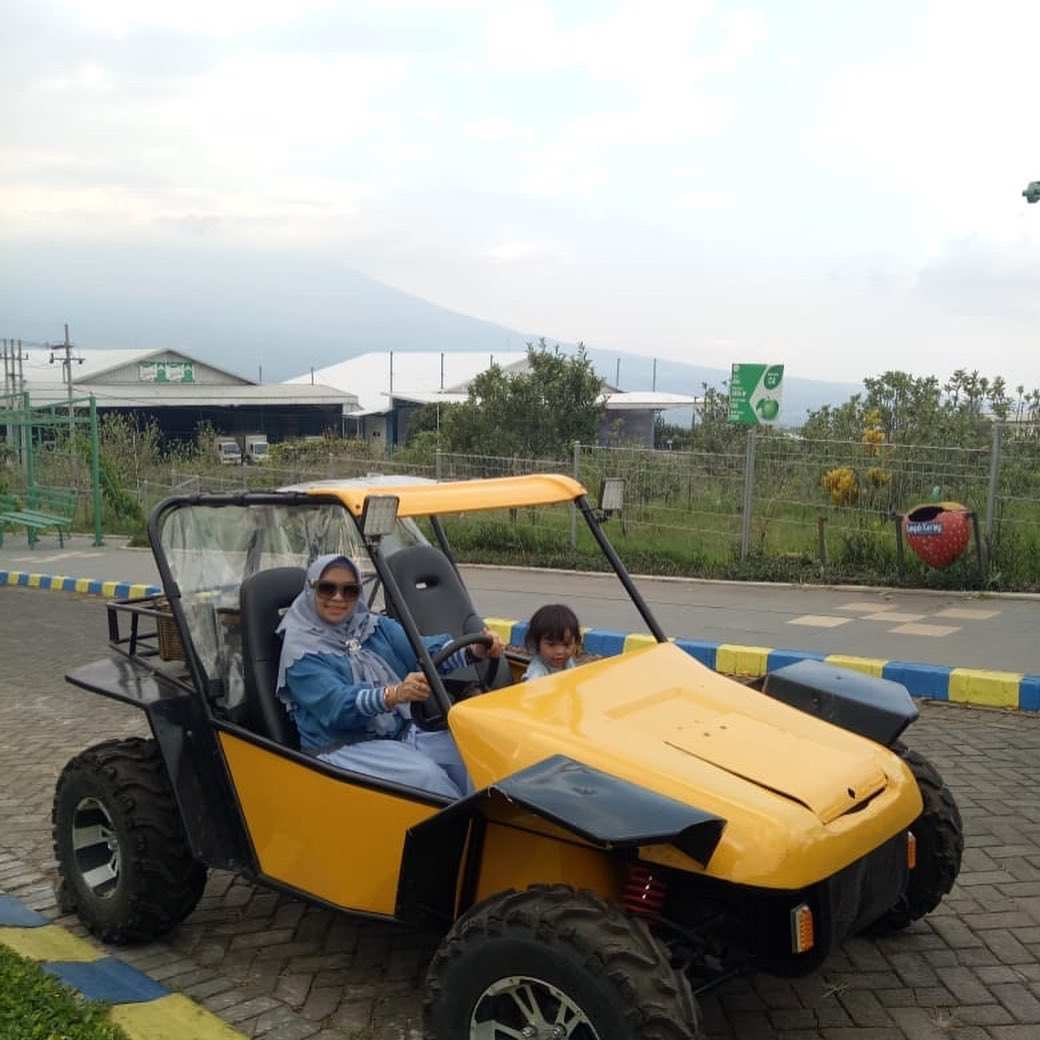 Menaiki Mobil Komodo di Kusuma Agro Wisata Image From @reselleralise