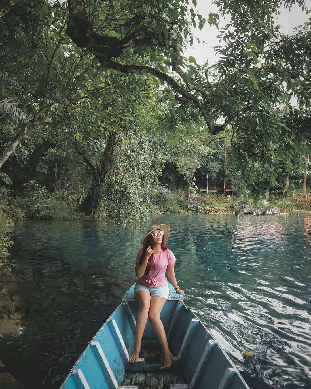 Menaiki Perahu Di Situ Cipanten, Image From @egimoto_