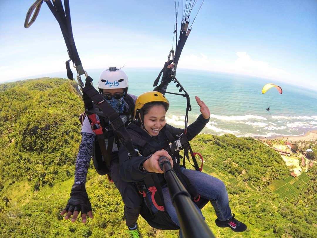 Menikmati Paralayang di Bukit Paralayang Jogja, Image From @ursulladwi