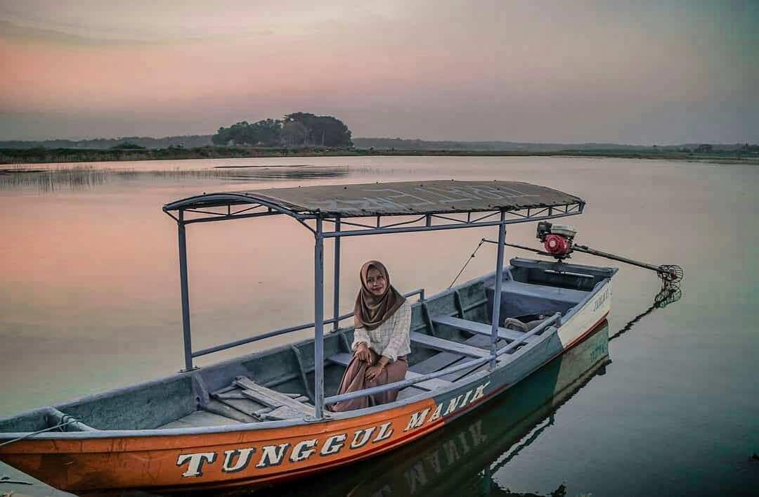 Perahu untuk mengitari Waduk Cengklik, Image From @molly_erolica