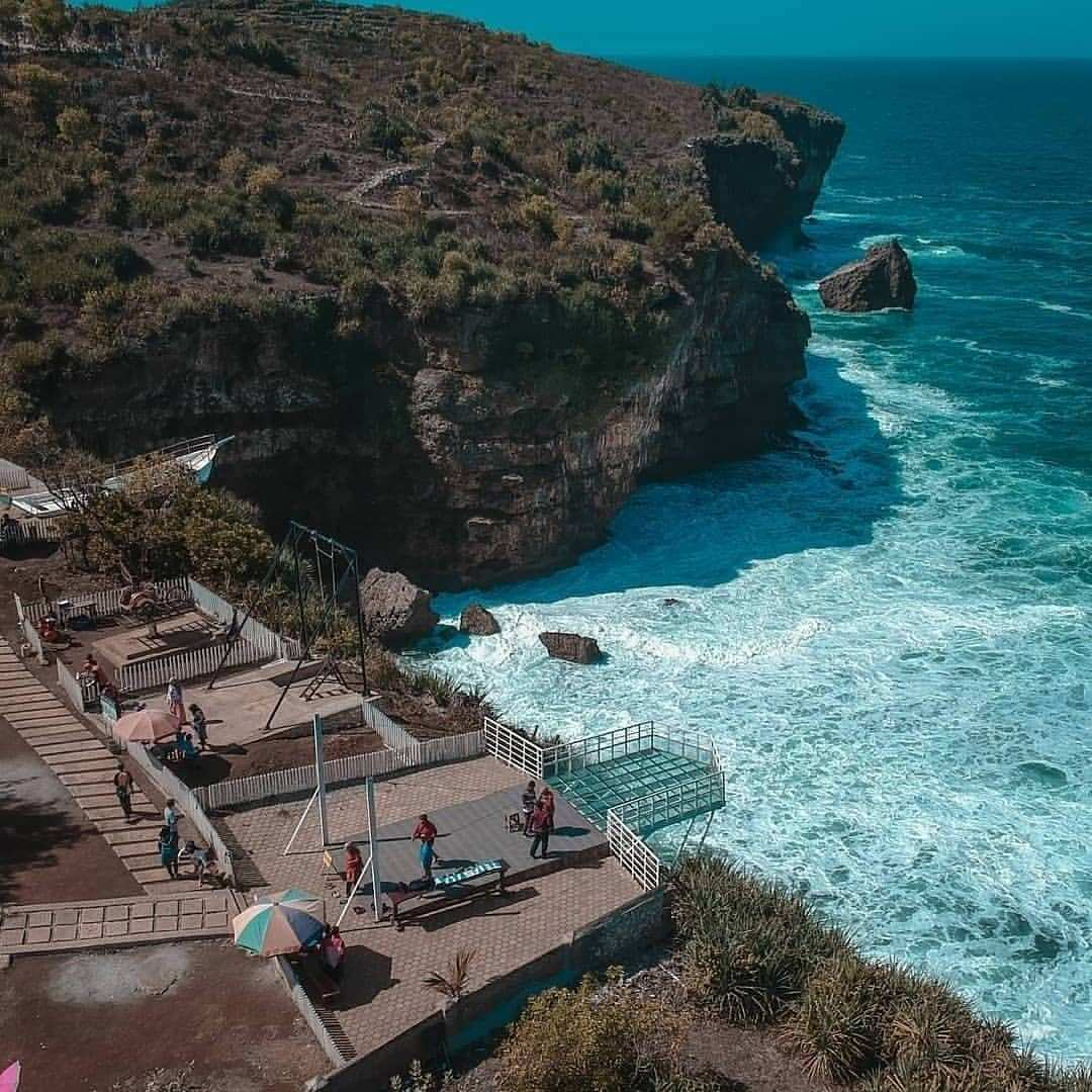 Spot Foto Teras Kaca Pantai Nguluran di Foto Dari Atas, Image From @88bintangtransport