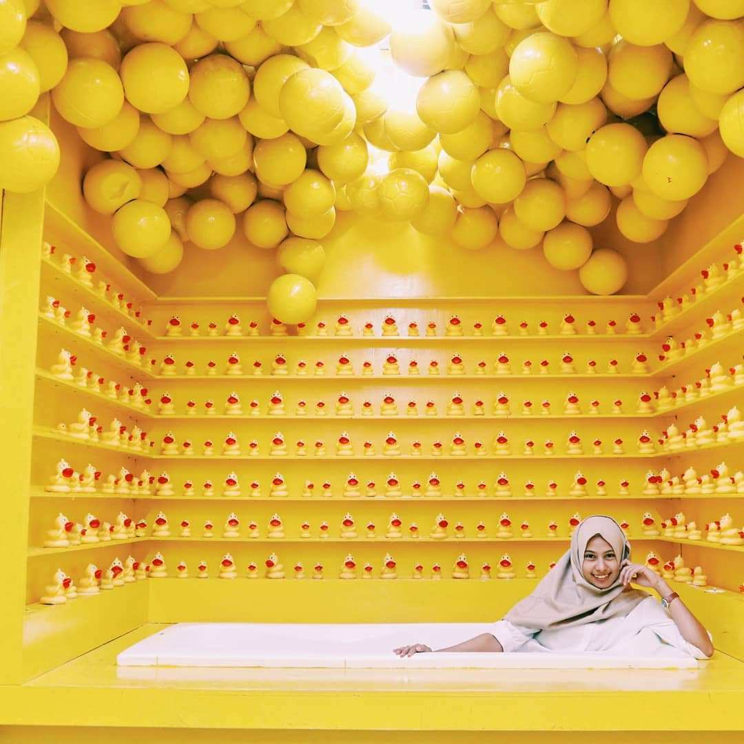 Spot Foto dengan nuasna kuning di Centrum Million Balls Bandung, Image From @wij.fan