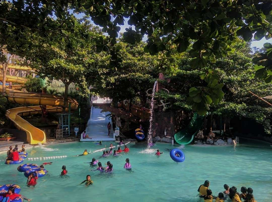 Suasana Bermain Air di Water Blaster Semarang, Image From @waterblasterid