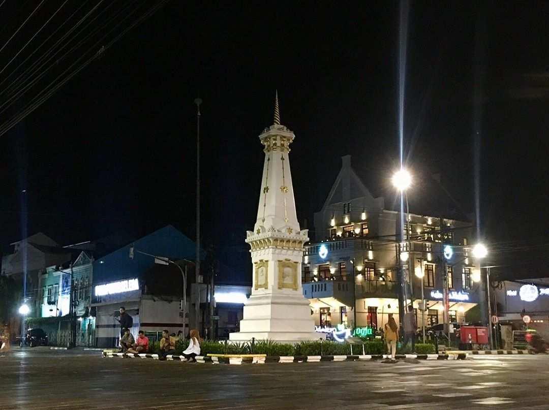 Suasana Tugu Jogja Pada Malam Hari, Image From@jalanjalanku.id