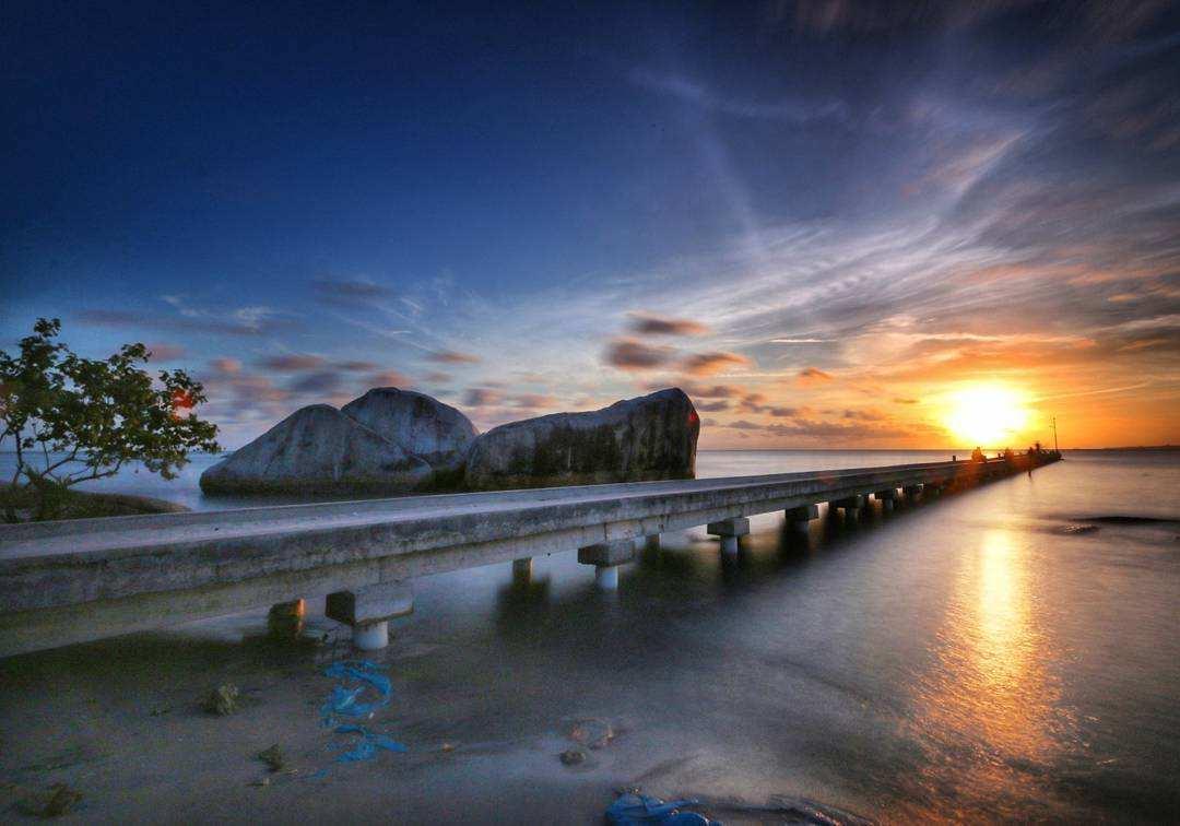 Sunset di Pantai Batu Perahu Image From @sasetyoarief