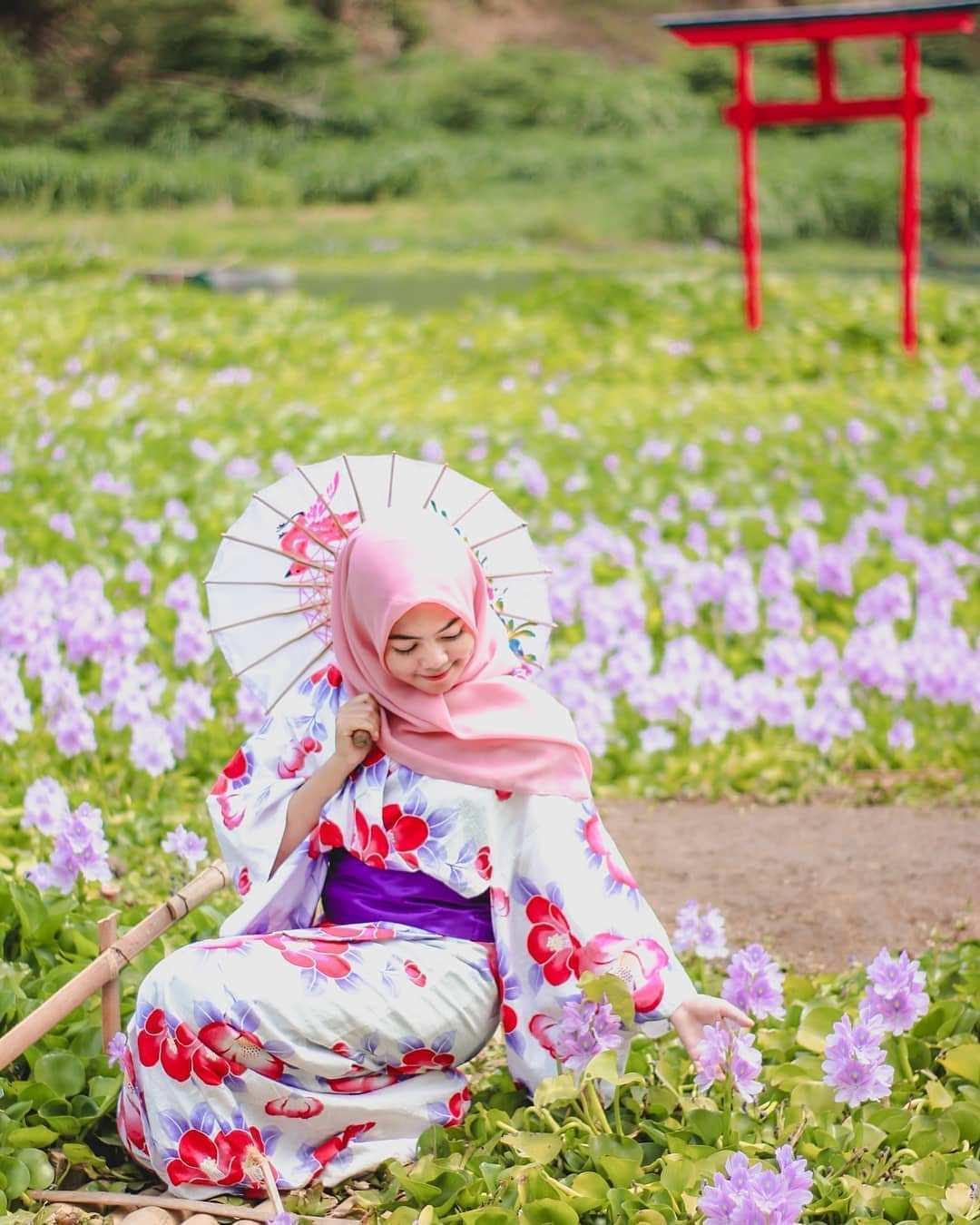 Berfoto Menggunakan Yukata Dan Payung di Kalinampu Natural Park, Image From @hanf_photography